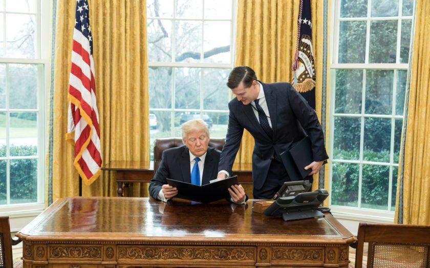 Donald Trump dans le Bureau Ovale en mars 2017