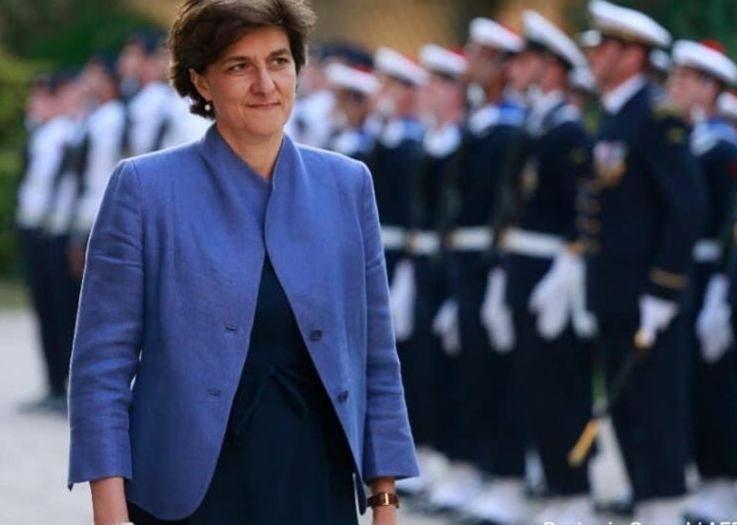 Sylvie Goulard passant en revue des troupes en 2017, alors ministre des armées