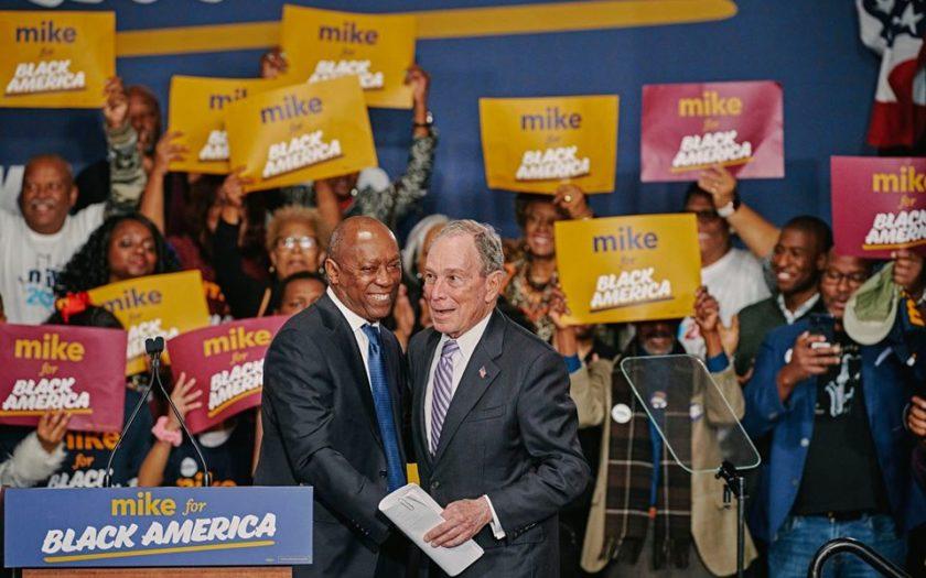 Michael Bloomberg en campagne à Houston dans la communauté noire.
